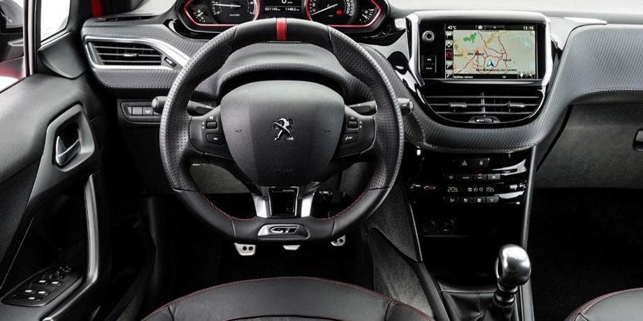 نمای داخلی خودرو پژو 208